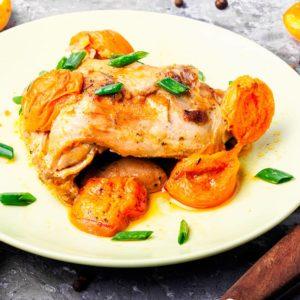 Tajine de poulet aux abricots et amandes